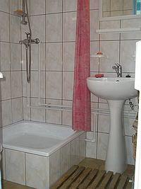 A fürdőszoba a Kis Zöldfenyő kulcsosházban