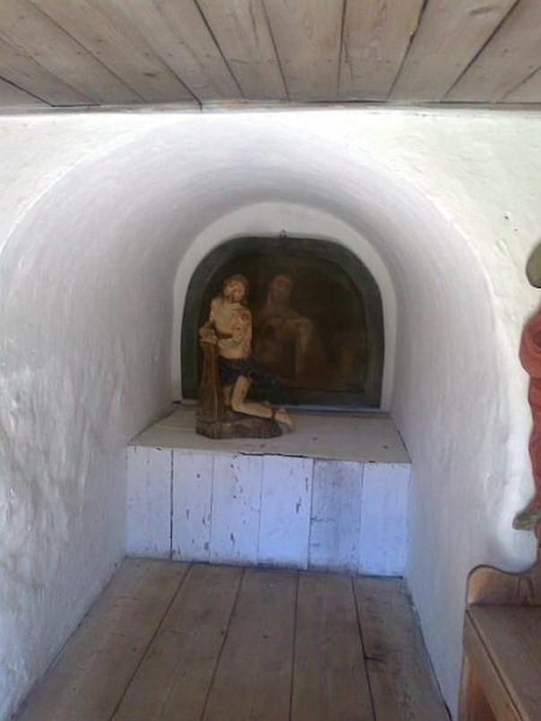 Capela Isus în Chinuri inauntru