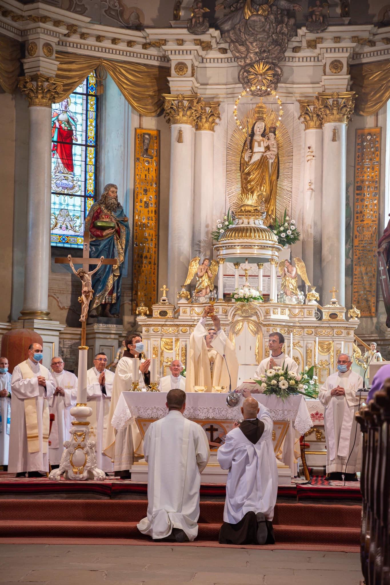 Șumuleu Ciuc Statuia Fecioarei Maria din Șumuleu-Ciuc